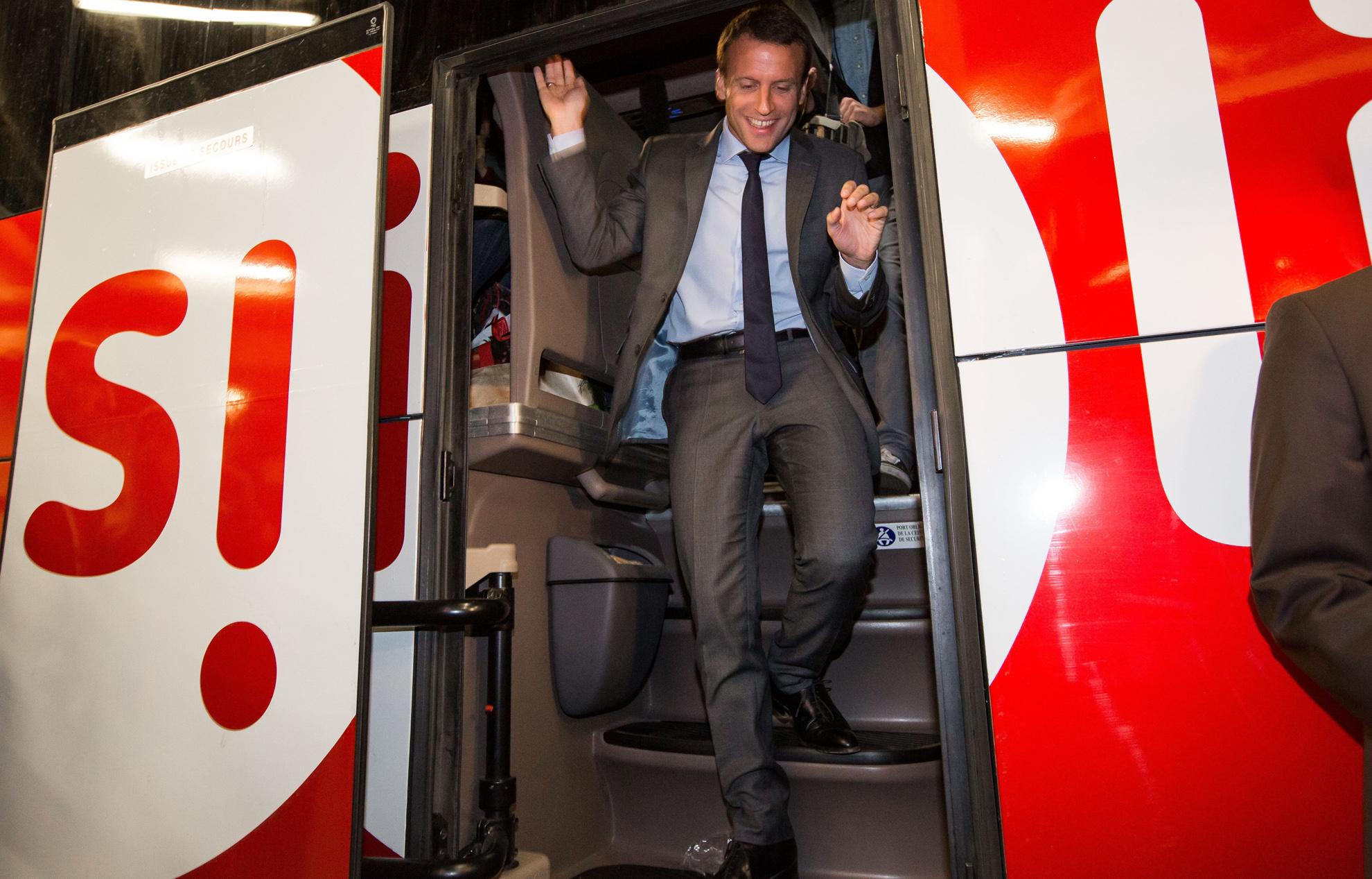 Bus Macron : Macron dans un bus