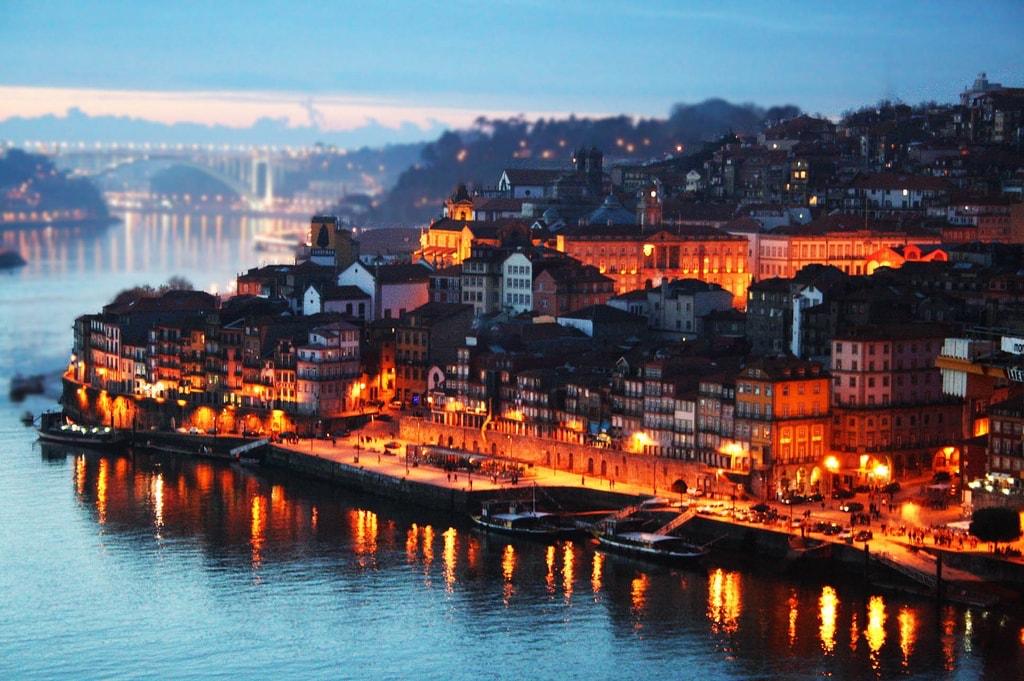 ou partir en novembre couverture porto portugal soir lumières