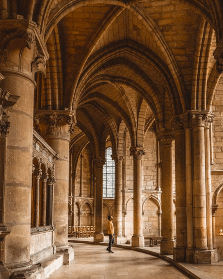 Influenceurs voyage : le top 3 des comptes à suivre cet été 2020 @brunomaltor Bruno Maltor Reims Basilique Saint-Rémi