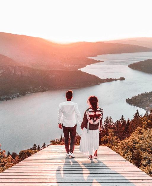 Infuenceurs voyage : le top 3 des comptes à suivre cet été 2020 @amoureuxdumonde Amoureux du Monde Lac d'Annecy coucher de soleil