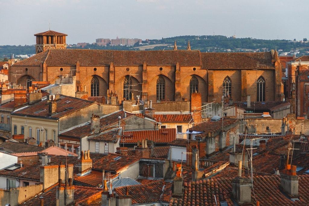 Destinations instagrammables : où prendre les plus belles photos ? Toulouse rooftop toit chaminées briques roses brisques rouges